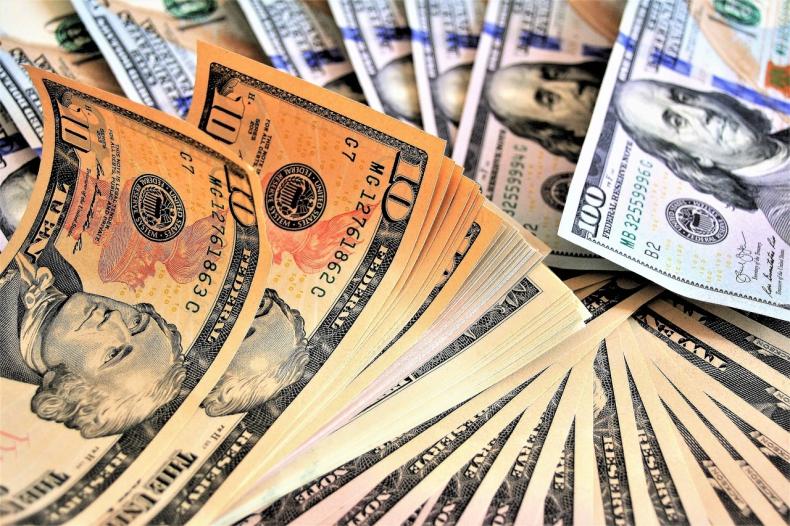 Ropa w USA za blisko 57 USD - maleje import surowca, a A.Saudyjska nie słucha Trumpa - GospodarkaMorska.pl