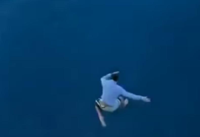 """Pijany 27-latek wyskoczył z pokładu największego wycieczkowca świata. """"Kiedy się obudziłem, postanowiłem skoczyć"""" (wideo) - GospodarkaMorska.pl"""