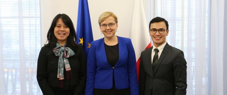 Minister Anna Moskwa rozmawiała z przedstawicielami Ministerstwa Spraw Zagranicznych Republiki Indonezji o współpracy w obszarze branży stoczniowej i rybołówstwa - GospodarkaMorska.pl