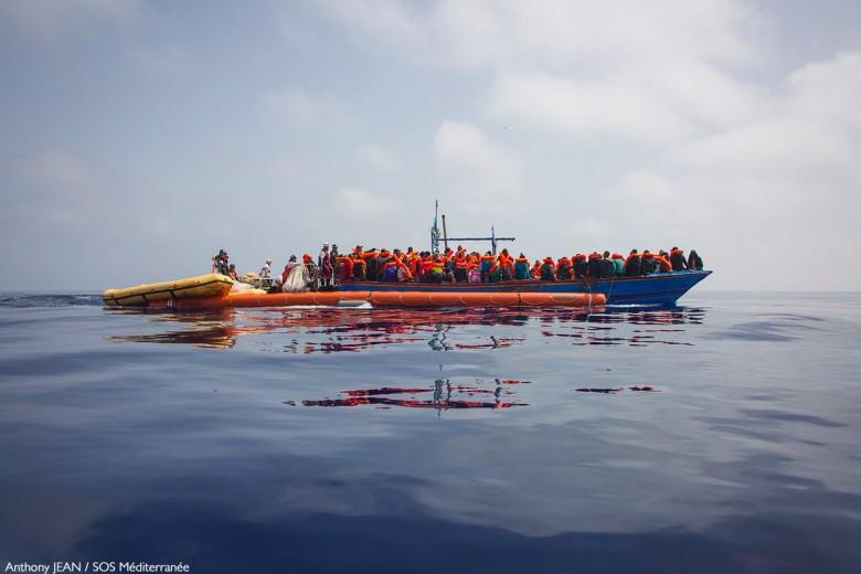 UE nie będzie już ratować migrantów na morzu; operacja Sophia bez statków - GospodarkaMorska.pl