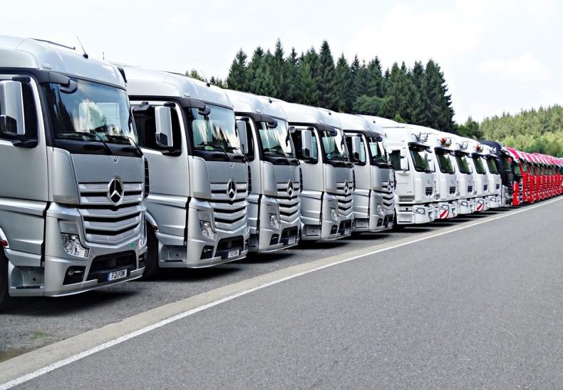 PO: Poparcie przez PE propozycji przepisów w sprawie przewoźników drogowych kolejną porażką PiS - GospodarkaMorska.pl