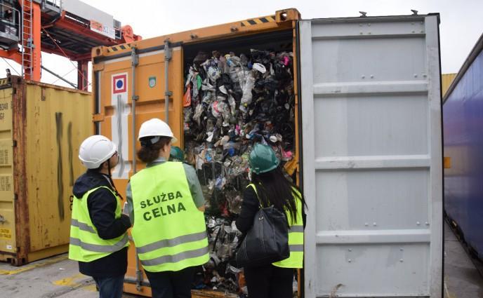 Tony nielegalne przywiezionych odpadów wróciły do Wielkiej Brytanii - GospodarkaMorska.pl