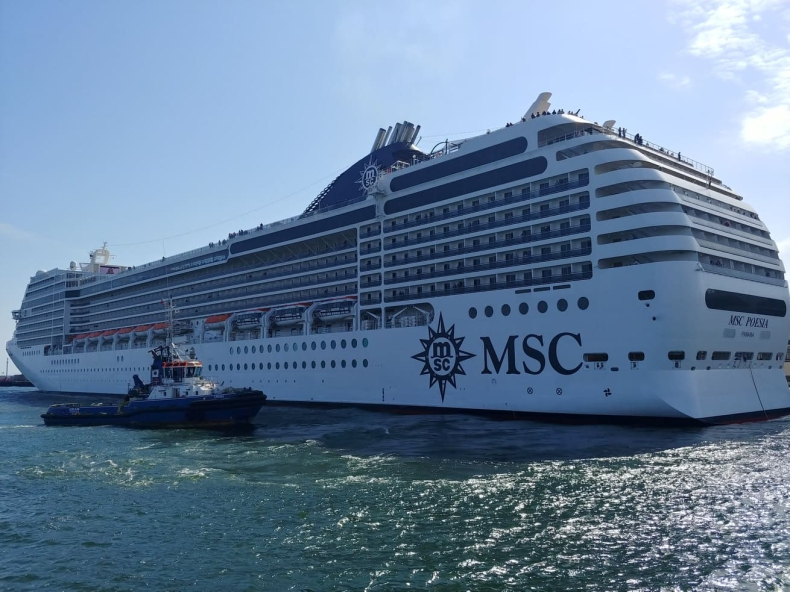 Prawie 300-metrowa MSC Poesia rozpoczęła sezon statków pasażerskich w Porcie Gdynia (foto, wideo) - GospodarkaMorska.pl