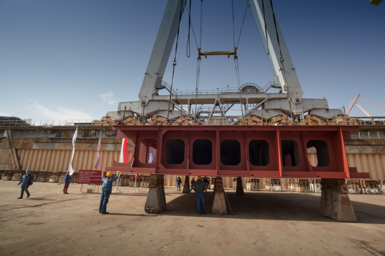 W stoczni CRIST położono stępkę pod budowę częściowo wyposażonego kablowca Nexans Aurora (foto) - GospodarkaMorska.pl