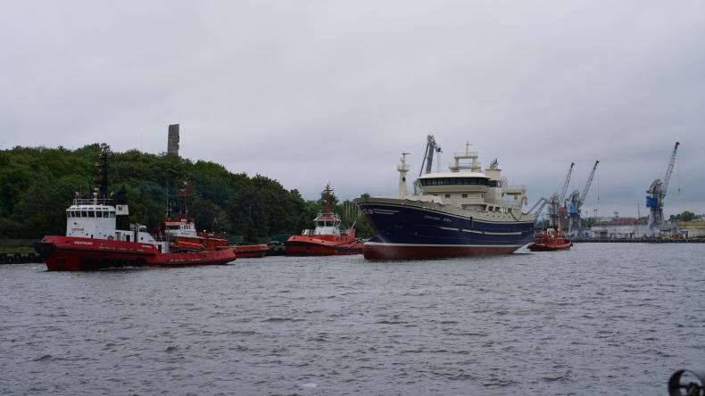 Stocznia Remontowa Shipbuilding przekazała częściowo wyposażony trawler pelagiczny (foto) - GospodarkaMorska.pl