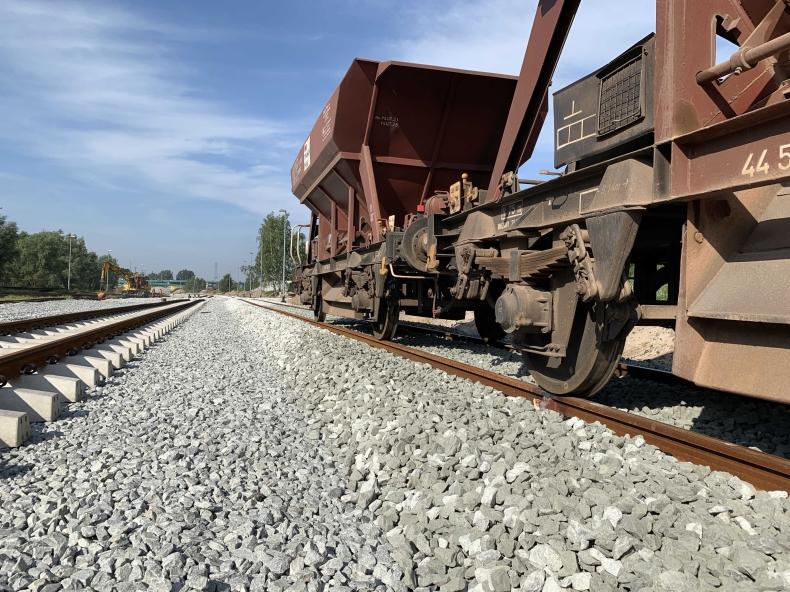 Prawie rok przed planowanym terminem uda się przebudować kolej prowadzącą do terminala kontenerowego DCT (foto) - GospodarkaMorska.pl
