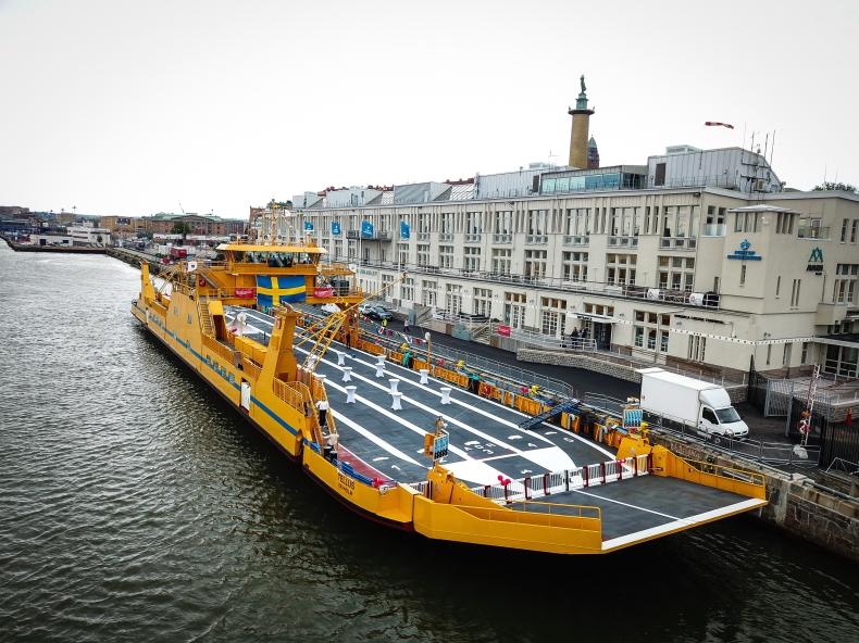 W Szwecji ochrzszczono elektryczny prom drogowy Tellus - GospodarkaMorska.pl