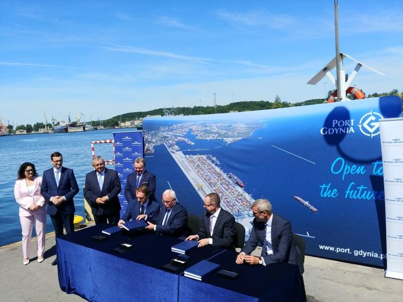 Morawiecki: Nowa infrastruktura kolejowa uczyni z portów Trójmiasta hub numer jeden na Bałtyku (foto, wideo) - GospodarkaMorska.pl