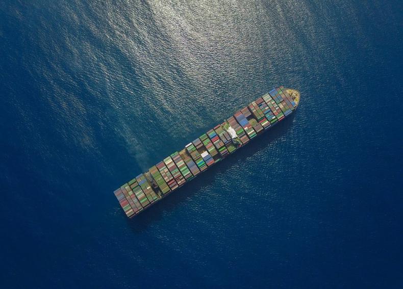 Drewry: Światowa żegluga korzysta na wojnie handlowej między USA i Chinami - GospodarkaMorska.pl