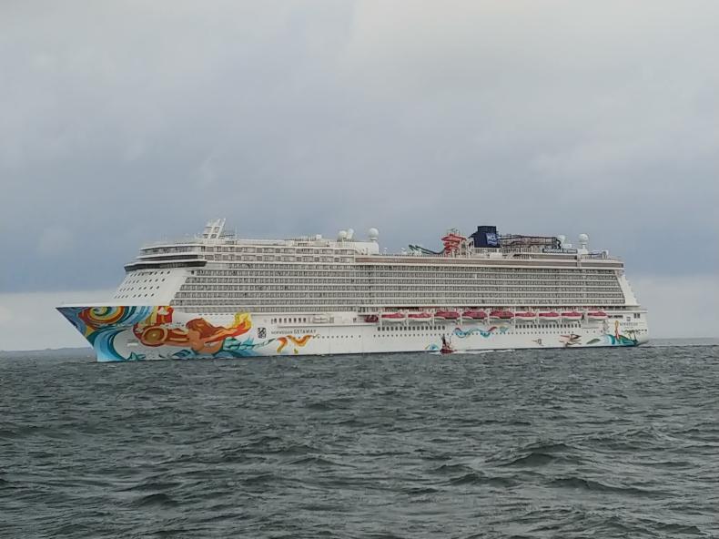 Norwegian Getaway w Porcie Gdynia. To najdłuższy wycieczkowiec w historii polskich portów (foto, wideo) - GospodarkaMorska.pl