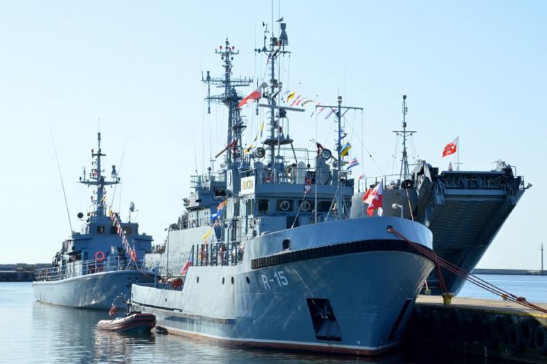 Szef MON: Marynarkę Wojenną RP cechuje honor, patriotyzm i odwaga - GospodarkaMorska.pl