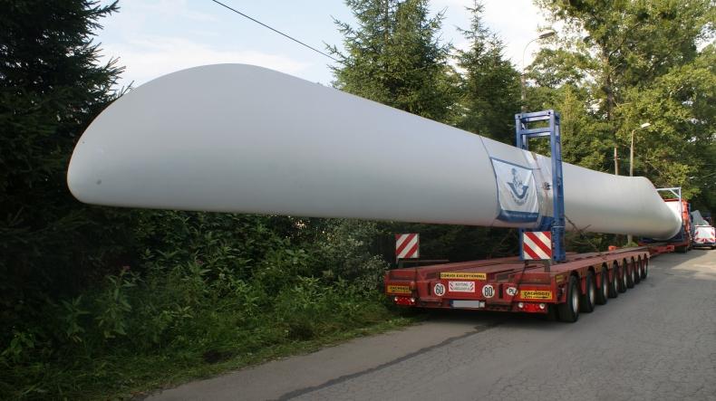 Transporty project cargo do Japonii – Fracht FWO dostarczył 48-tonową prasę i 40-metrowe skrzydła do elektrowni wiatrowej - GospodarkaMorska.pl
