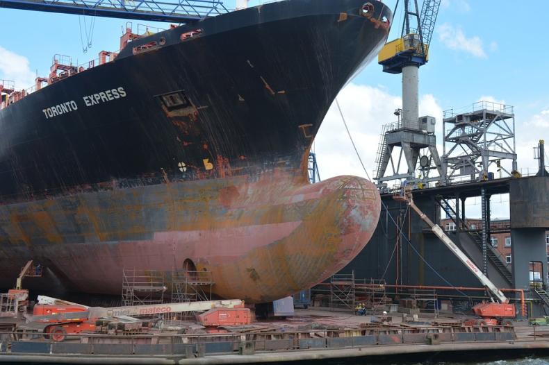 Hapag-Lloyd wykorzysta roboty do malowania statków - GospodarkaMorska.pl