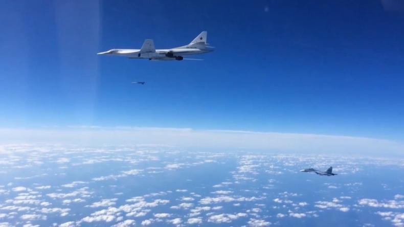 Rosja: Dwa bombowce strategiczne Tu-160 odbyły lot patrolowy nad Bałtykiem - GospodarkaMorska.pl