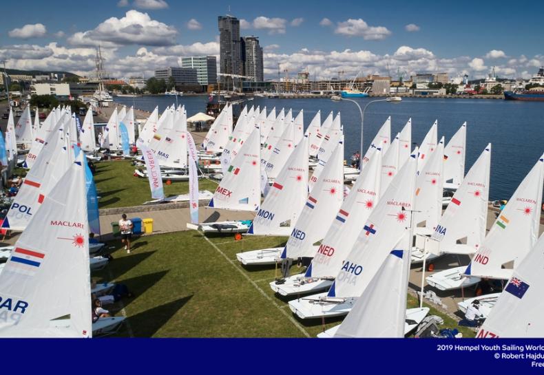 Tytus Butowski trzeci po pierwszym dniu Młodzieżowych Mistrzostw Świata World Sailing - GospodarkaMorska.pl