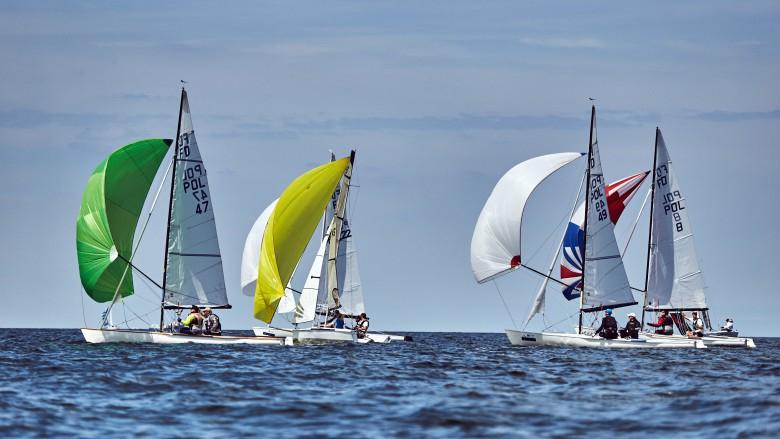 Blisko 4,3 mln osób w Polsce żegluje. Wraz ze wzrostem popularności tego sportu rośnie też prestiż organizowanych regat - GospodarkaMorska.pl