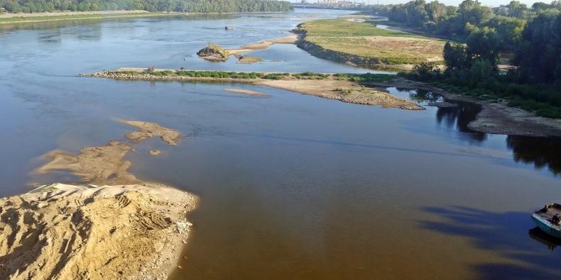 IMGW: Niski poziom wody w rzekach w całym kraju - GospodarkaMorska.pl