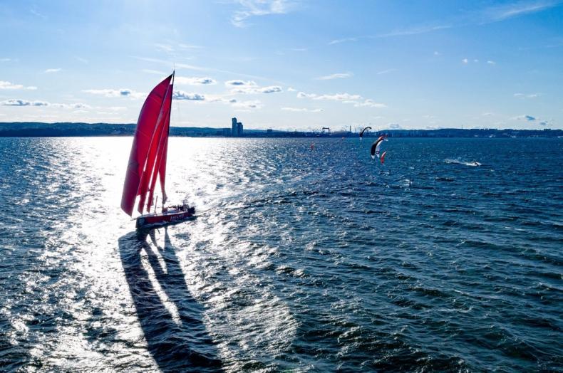 Gdynia macierzystym portem jachtu regatowego klasy VO65 - GospodarkaMorska.pl