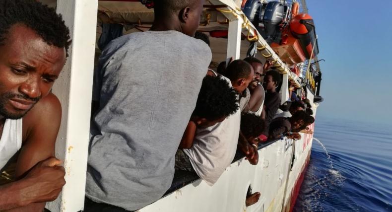 Malta zgadza się przyjąć 39 migrantów uratowanych w nocy przez statek Open Arms - GospodarkaMorska.pl