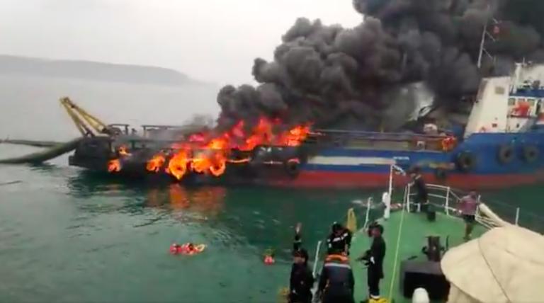 Ogień ogarnął jednostkę OSV w Zatoce Bengalskiej (wideo) - GospodarkaMorska.pl