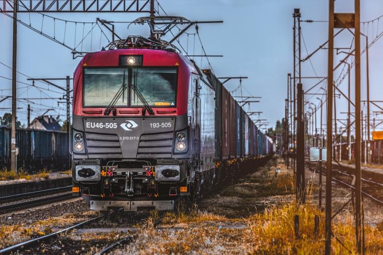 UTK: średnie opóźnienie pociągu towarowego spadło do 9 godz. i 43 min - GospodarkaMorska.pl