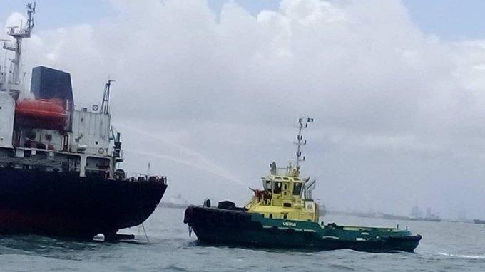 Pożar tankowca u wybrzeży Nigerii zakończył się ewakuacją załogi - GospodarkaMorska.pl