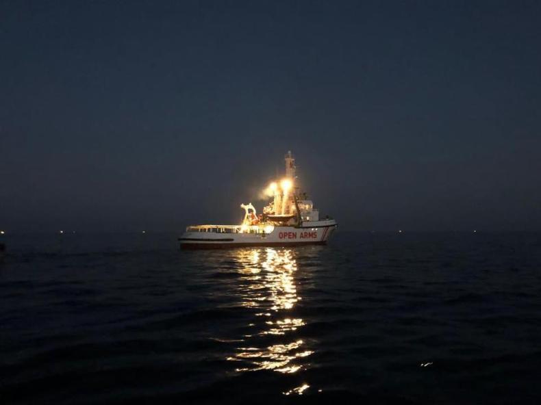 Włochy: Od 16 dni trwa impas wokół kolejnego statku z migrantami - GospodarkaMorska.pl