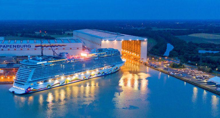 Zobacz wodowanie wycieczkowca Norwegian Encore w stoczni Meyer Werft (wideo) - GospodarkaMorska.pl
