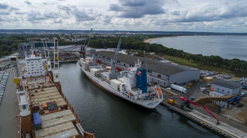 Pierwszy w ramach nowego serwisu statek z bananami zawinął do Portu Gdańsk (foto, wideo) - GospodarkaMorska.pl