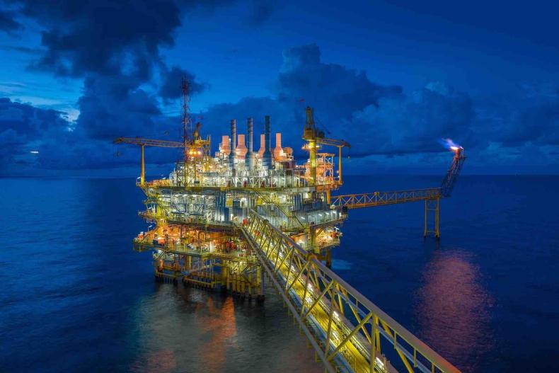 Ropa w USA na stabilnym poziomie, po zwyżce ceny w poniedziałek o 2,4 proc. - GospodarkaMorska.pl