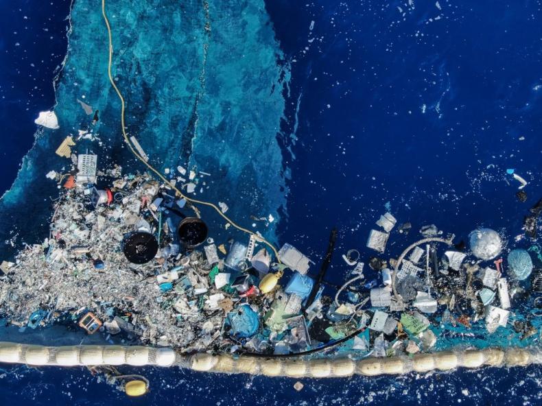 Ocean Cleanup ponownie usuwa plastik z oceanów, po serii poprawek - GospodarkaMorska.pl