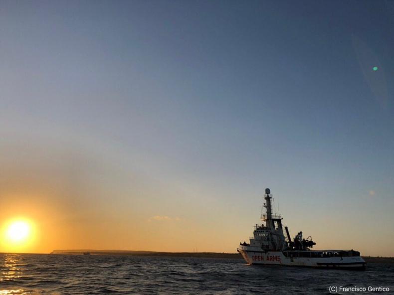 Hiszpania przyjmie tylko 15 pasażerów statku Open Arms - GospodarkaMorska.pl