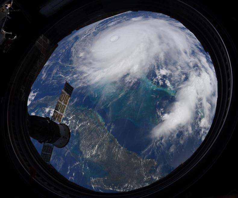 Co najmniej pięć ofiar śmiertelnych huraganu Dorian na Bahamach - GospodarkaMorska.pl