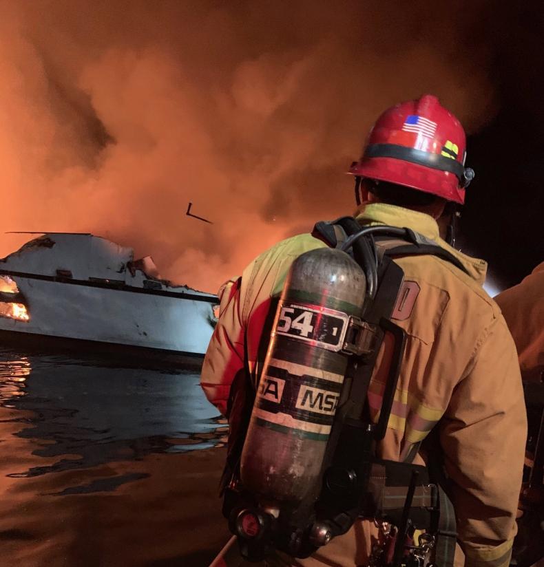 25 ofiar śmiertelnych po pożarze statku u wybrzeży Kalifornii - GospodarkaMorska.pl