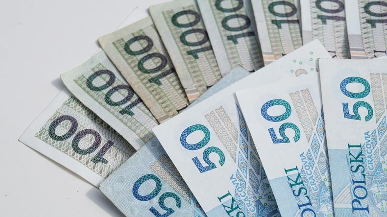 Premier: Rozważamy podniesienie płacy minimalnej powyżej 2450 zł brutto - GospodarkaMorska.pl