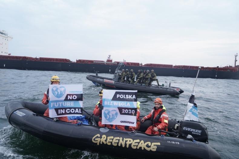 Interwencja straży granicznej na statku Greenpeace w Porcie Gdańsk (wideo) - GospodarkaMorska.pl