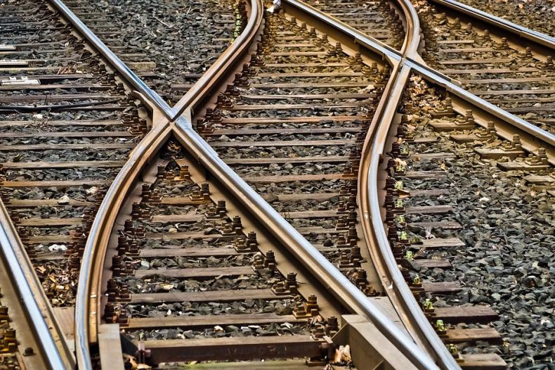 Rząd przeznaczy 5,7 mld zł dodatkowych środków na Krajowy Program Kolejowy do 2023 roku - GospodarkaMorska.pl