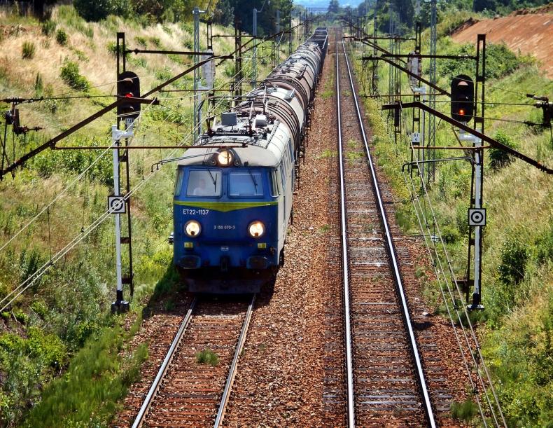 UTK: Od stycznia do lipca 2019 r kolej przewiozła 188,75 mln osób i 138,51 mln ton towarów - GospodarkaMorska.pl