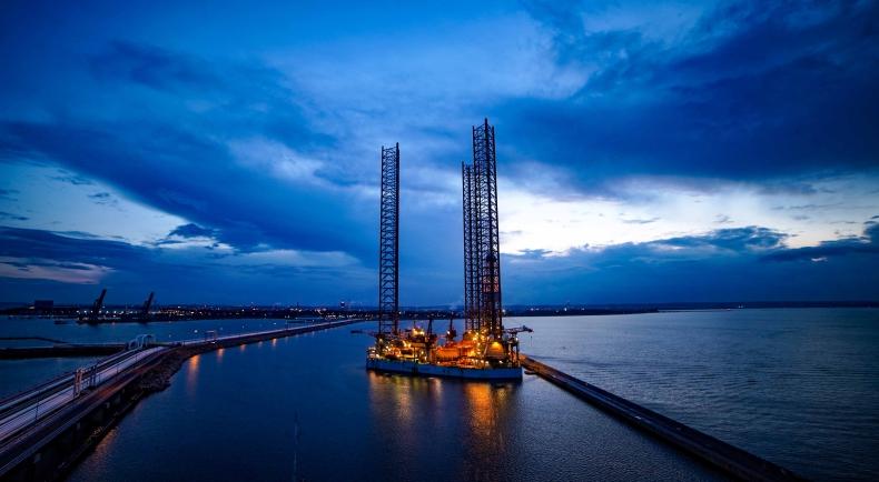 GIANT – największa platforma LOTOS Petrobaltic – jest już w Porcie Gdańsk (foto, wideo) - GospodarkaMorska.pl