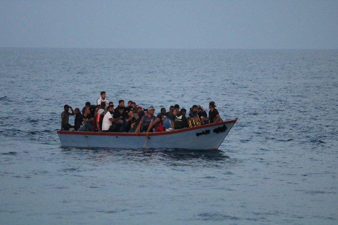 Włochy: 180 migrantów przybyło od soboty na Lampedusę - GospodarkaMorska.pl