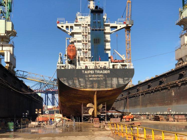 Stocznia Grand Bahama po raz pierwszy przyjęła statek po ataku Huraganu Dorian - GospodarkaMorska.pl