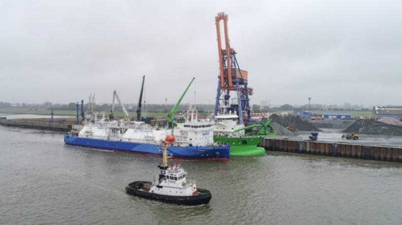 Nauticor przeprowadził pierwsze w Niemczech bunkrowanie LNG ze statku na statek - GospodarkaMorska.pl
