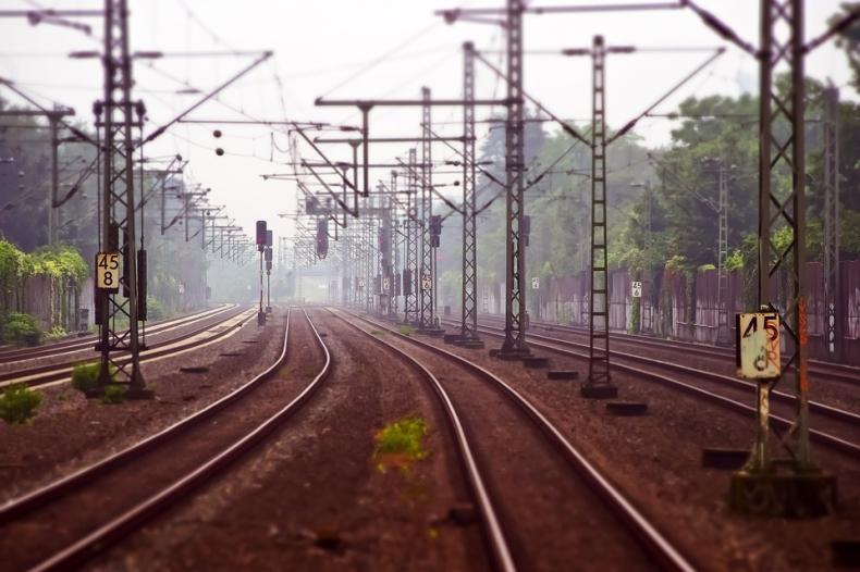 Wiceminister infrastruktury: 76 mld zł na inwestycje na kolei do 2023 r. - GospodarkaMorska.pl