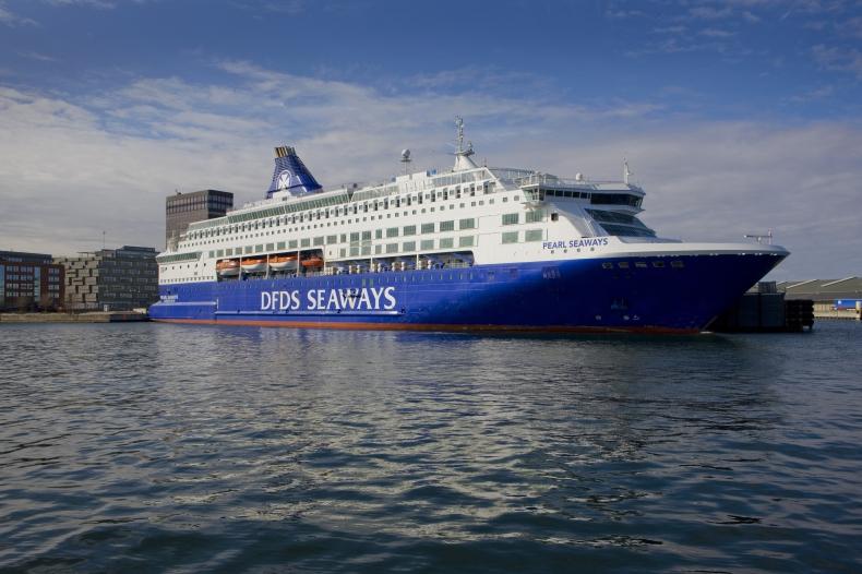 Duńczycy chcą ograniczyć emisję spalin podczas postoju statków w portach - GospodarkaMorska.pl
