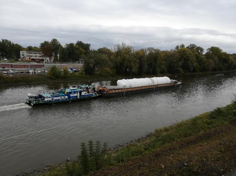 Żegluga śródlądowa - wielkogabarytowe konstrukcje dla Huty Miedzi w Legnicy dotarły rzeką Odrą - GospodarkaMorska.pl