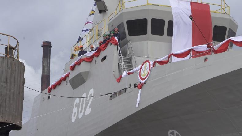 Wodowanie i chrzest niszczyciela min w stoczni Remontowa Shipbuilding (foto, wideo) - GospodarkaMorska.pl