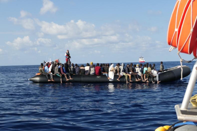 Grecja: Władze przewożą kolejnych migrantów z wysp na kontynent - GospodarkaMorska.pl