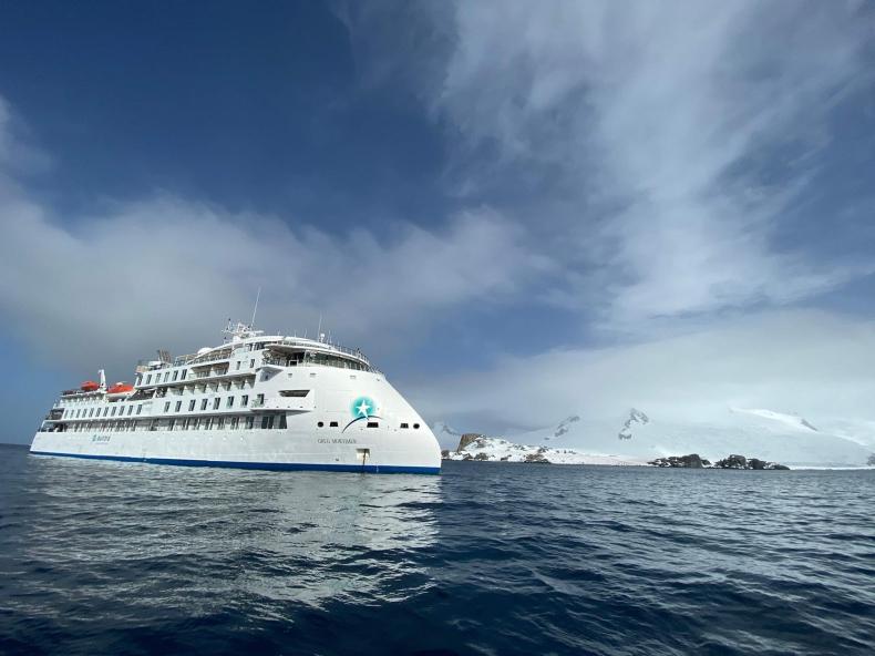 Pierwszy wycieczkowiec ekspedycyjny SunStone na Antarktydzie - GospodarkaMorska.pl