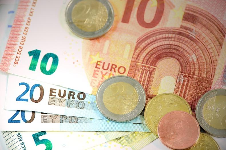 UE domaga się by Europejski Bank Inwestycyjny przestał finansować projekty dot. paliw kopalnych - GospodarkaMorska.pl