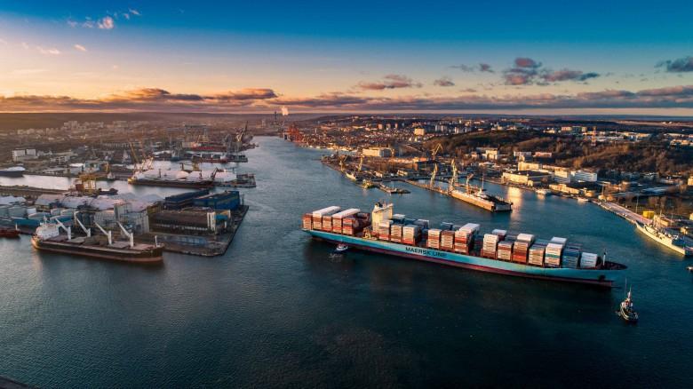 Powłoka zmniejszająca opór wody pozwoli statkom o połowę zredukować spalanie ropy. Specjalne farby będą pochłaniać smog - GospodarkaMorska.pl